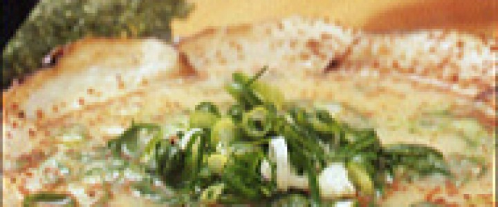 「ラーメン」600円。「しょうゆ」と「こってり」があり、どちらも値段は同じで、後者を選んでもスープは飲み干せる。シャキシャキ感を保つためか、モヤシは別鉢で