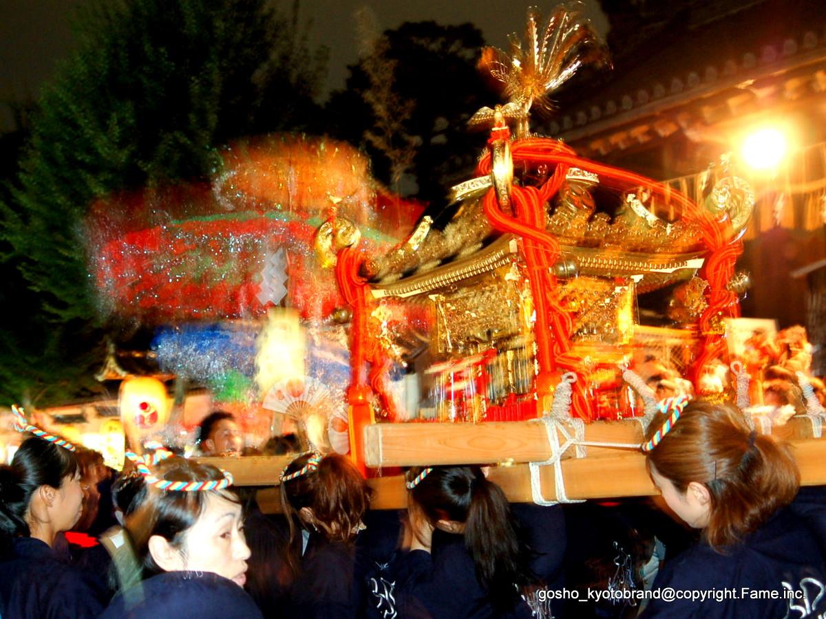 花傘と神輿が練る!  洛南最大の祭礼・御香宮神幸祭