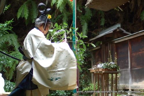 京の伊勢神宮で人長舞をみる。