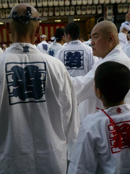 祭の度に親子、長老から、技法や作法が口伝されてゆく。