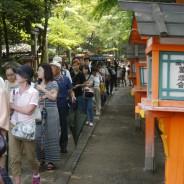 一般参拝の列が100m、刃物神社まで続いた