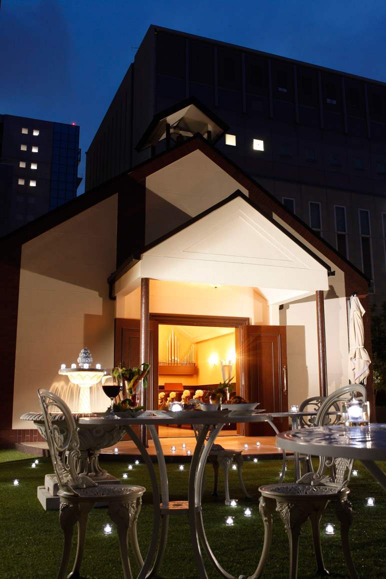 秘密の庭で夜カフェを楽しもう