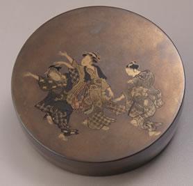 盆踊り蒔絵香合 / 飯塚桃葉 径7.6 高2.0 cm