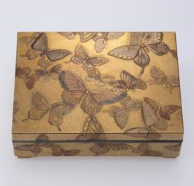 群蝶蒔絵小箱 / 遊民 9.3×12.3×4.0 cm