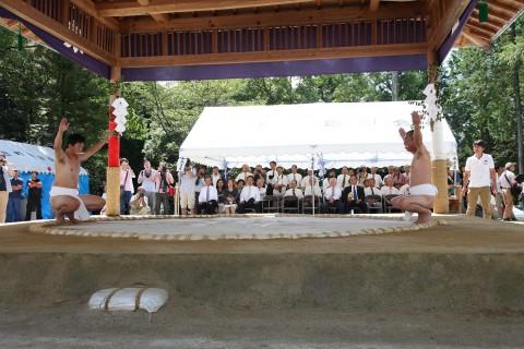 御田刈祭特殊神事 神相撲