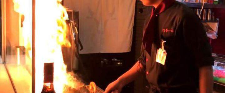 炎の鉄板ショーを楽んで焼肉食べ放題